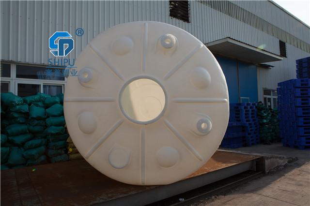 PE塑料酸碱储罐尿素储罐图片
