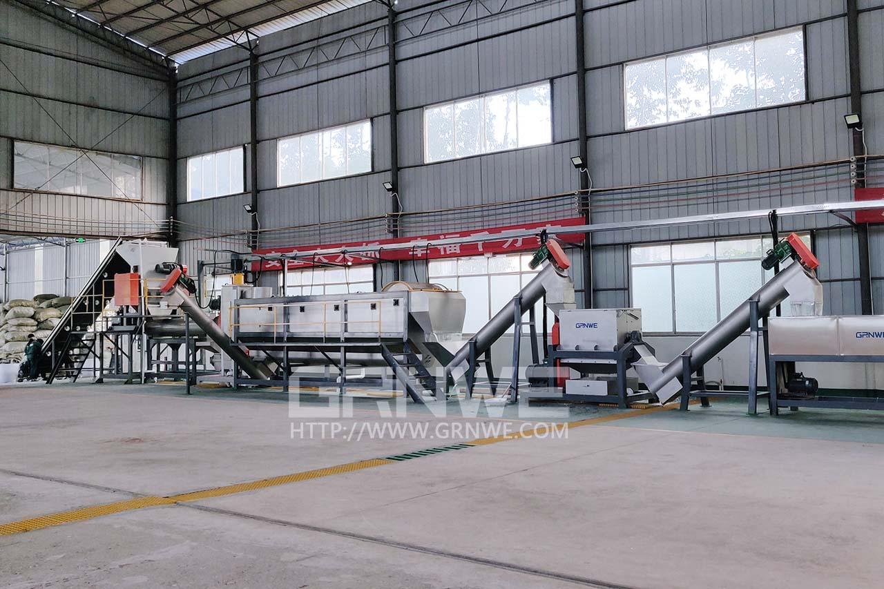 河南郑州废旧吨桶IBC破碎回收设备供应