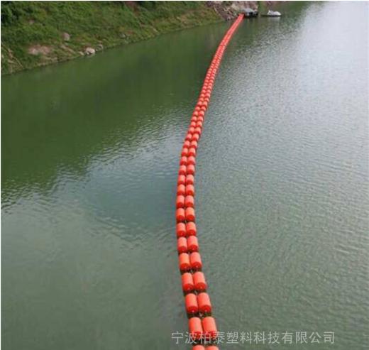 开平市水电站闸口处拦污浮体 柏泰批发水库拦垃圾浮体