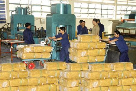 美国关税上涨影响东南亚国家橡胶出口.jpg