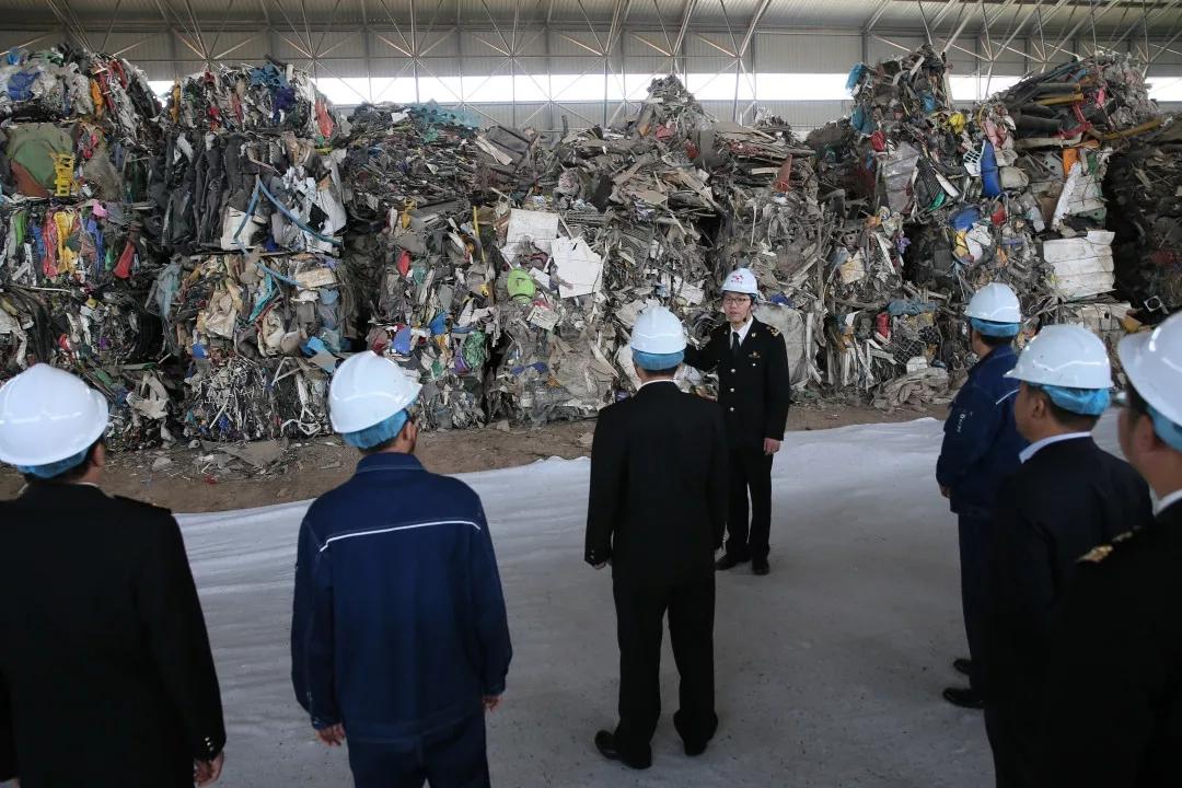文章17 1.46万吨废塑料,天津海关一把火都给烧了!.jpg