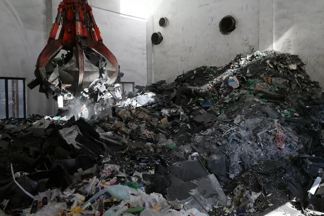 文章18 1.46万吨废塑料,天津海关一把火都给烧了!.jpg