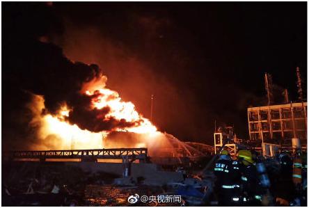 文章46-盐城爆炸灭火场景.png